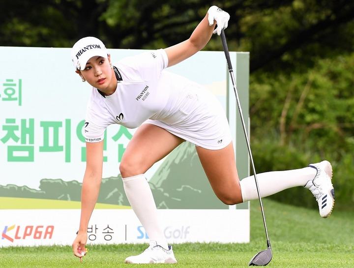 """抜群のプロポーションを誇るユ・ヒョンジュ。まさに""""魅せる""""ゴルファーだ。(C)AFLO"""