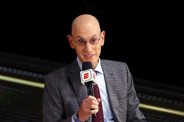 NBAの2020-21シーズンは12月か1月の開幕になる見込み。コミッショナーのアダム・シルバーはどのような決定を下すのか。(C)Getty Images