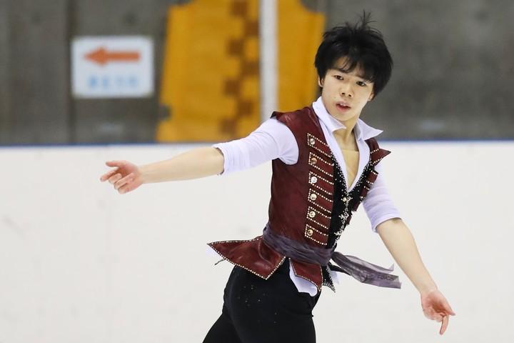 SPで首位に立った佐藤。パイレーツをイメージした衣装と振り付けで舞った。写真:森田直樹/アフロスポーツ