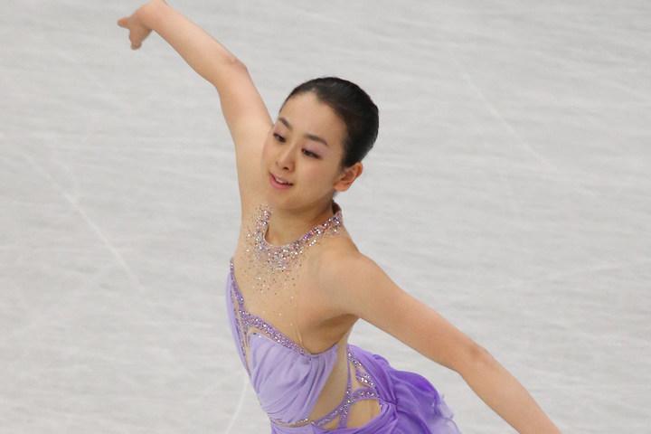 連載している雑誌の一幕で、恒例となっているエプロン姿を披露した浅田さん。(C)Getty Images