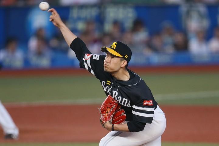 日本シリーズ初戦での登板が予想される千賀は、「芯に当たらん」と言いながらも快音を響かせた。写真:滝川敏之