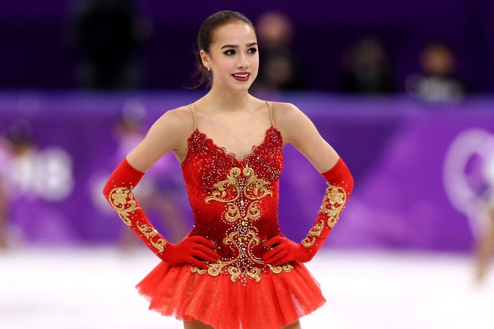 """ザギトワは""""カジュアルな私服姿""""を披露し注目を集めている。(C)Getty Images"""