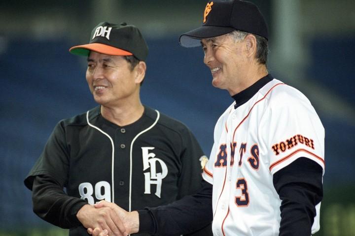 20世紀最後の日本シリーズで、長嶋(右)と王(左)が巨人とホークスの監督として対決した。写真:産経新聞社