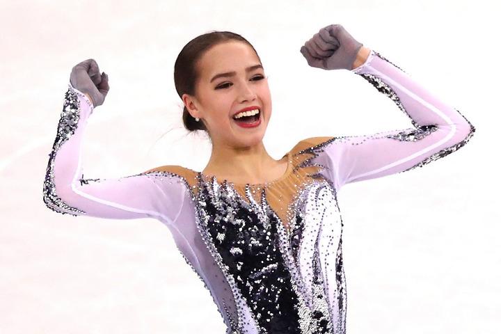 ロシア杯のエキジビションで華麗な滑りを披露したザギトワ。演技終了後にはキュートな動画を公開し、ファンの反響を集めている。(C)Getty Images