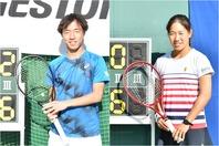 男子シングルス初優勝の白石光(左)と女子シングルス初優勝の阿部宏美(右)。写真提供:全日本学生テニス連盟