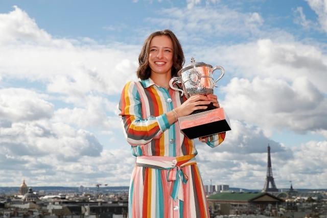 ローランギャロスで頂点を極め、一躍ニューヒロインとなった19歳のシフィオンテク。少女は4年前、そこでテニスに恋し、夢を抱き、そして鮮やかに実現した。シフィオンテクのここまでの歩みとは?(C)Getty Images