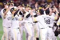 巨人にシリーズ初の先制を許すものの、すぐさま逆転して4連勝を飾ったソフトバンクが日本シリーズ4連覇を達成した。写真:田口有史