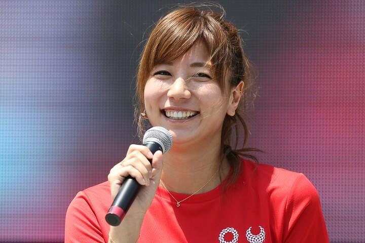 """青木愛さんが披露した""""ビキニ姿""""が話題を呼んでいる。写真:アフロスポーツ"""