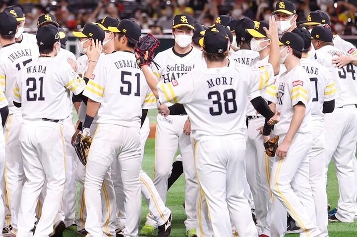 その日その日でベストなオーダーを組むフレキシブルな選手起用で、4年連続の日本一を勝ち取った。写真:田口有史