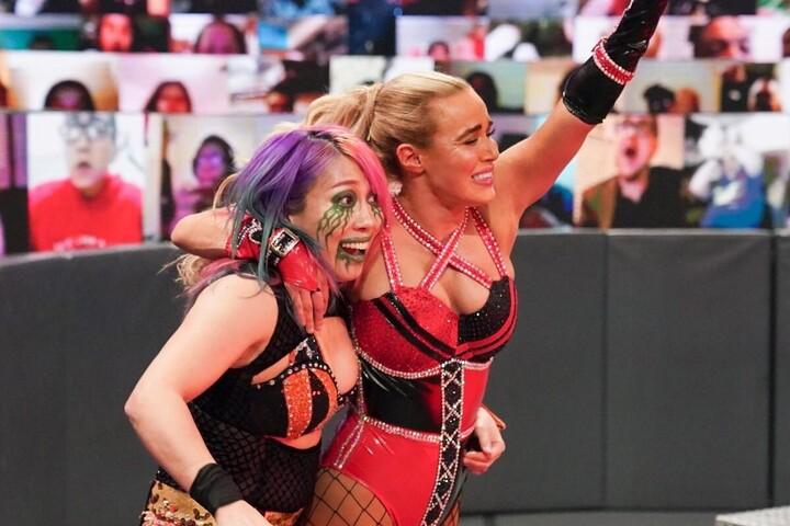 """女帝アスカと""""最弱""""ラナのタッグは、意外にも良いケミストリーを生んでいる。(C)2020 WWE,Inc. All Rights"""