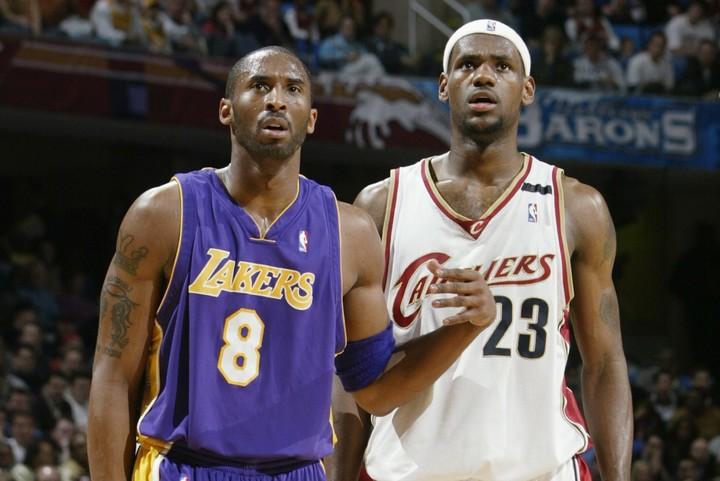 レブロン(右)やコビー(左)をはじめ、多くのスターがしのぎを削った2000年以降のNBA。そのなかで、最強の選手はいったい誰なのか?(C)Getty Images