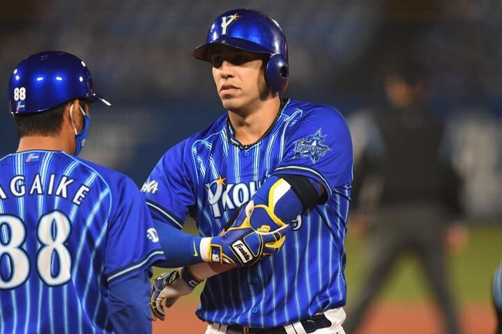 本塁打王2回の大砲、ソトがDeNAと新たに3年契約。日米を巡る争奪戦の末に愛着ある横浜への残留を決めた。写真:徳原隆元