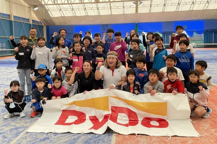加藤未唯とバモス!わたなべが参加した和歌山のイベント。バモス!には笑いを通じてテニスの楽しさを伝えたいという情熱がある。写真:内田暁