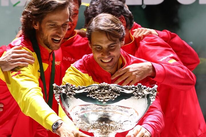 ナダル(中央)は19年デ杯のスペイン優勝に貢献。ATPの2020年ステファン・エドバーグ・スポーツマンシップ賞にもノミネートされている。 (C)Getty Images
