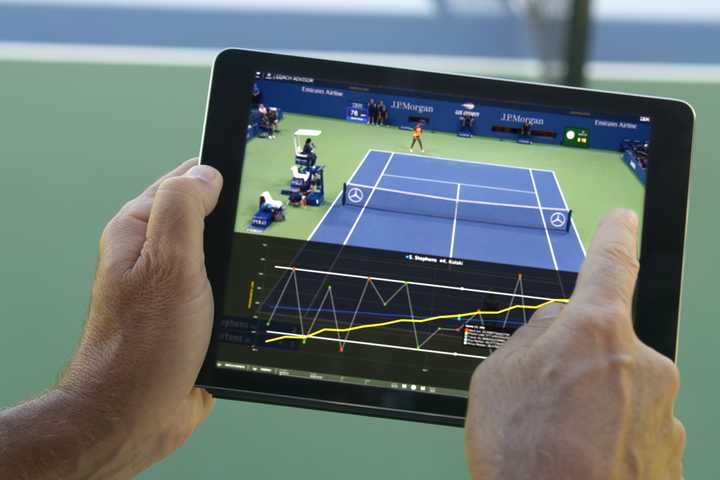"""スタッツだけでなく、選手の体力消費までデータ化する""""コーチ・アドバイザー""""。写真:IBM"""