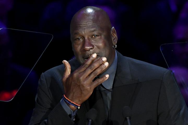 愛する弟への想いを語ったジョーダン。スピーチ冒頭から涙があふれた。(C)Getty Images