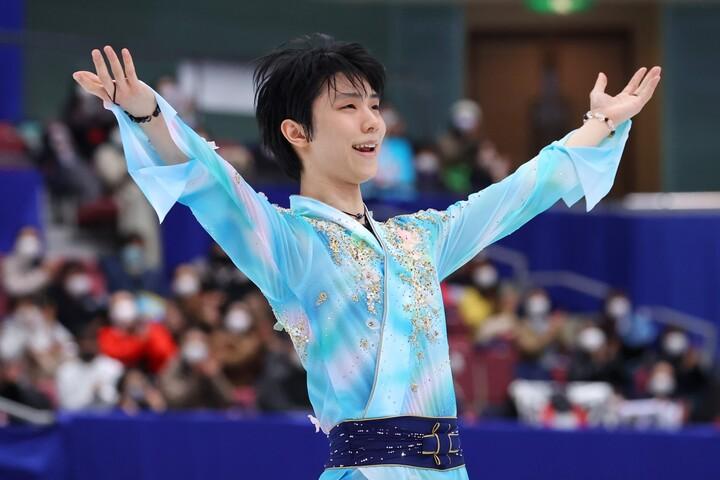 復帰戦で見事に優勝を果たした羽生には、世界中から称賛の声が届いている。写真:長田洋平/アフロスポーツ
