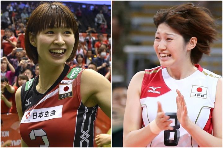 元バレーボール日本代表の狩野さん(右)と木村さん(左)が漫才を披露した。(C)Getty Images