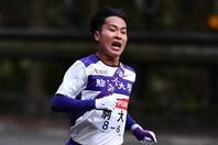歴代3位の好タイムで6区区間賞を獲得した駒澤大の花崎。写真:アフロ