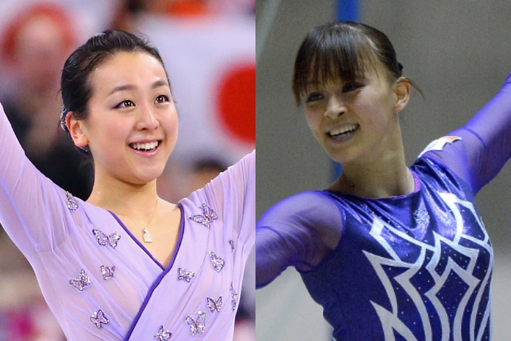 """田中さん(右)がテレビ番組で共演した浅田さん(左)との""""氷上2ショット""""を公開した。(C)Getty Images"""