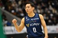 今季、横浜ビー・コルセアーズの特別指定選手としてプレーする河村勇輝。(C)B.LEAGUE