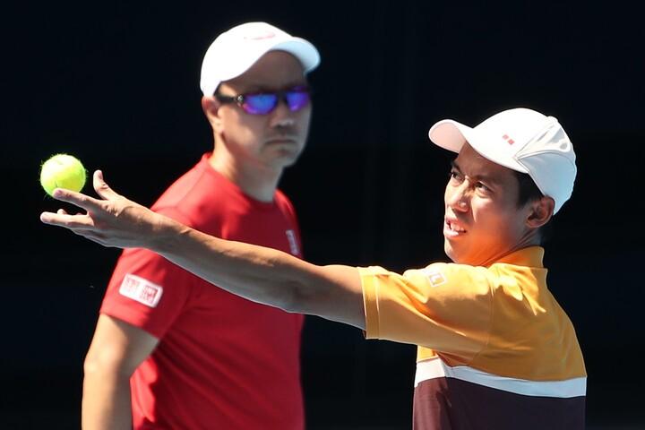 19年全豪オープンでの錦織とマイケル・チャン氏の練習。(C) Getty Images