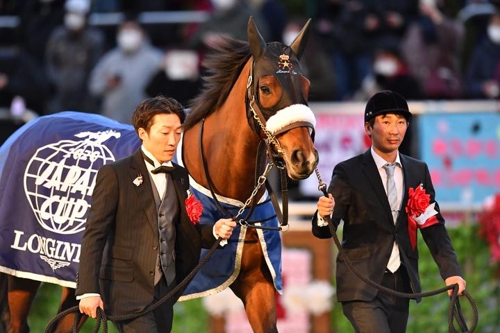 アーモンドアイは、史上8頭目となる複数回の年度代表馬に輝いた写真:産経新聞社