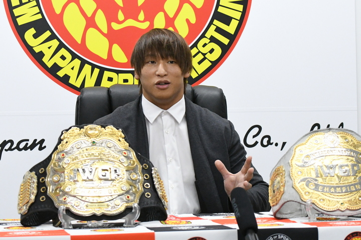 二冠王者の飯伏幸太が、改めてベルトの統一を提案した。(C)新日本プロレス