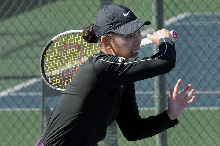 創造性に富んだ組み立てで、果敢にネットも奪う日比万葉のテニス。心の迷いが吹っ切れたことで、彼女本来の強さも蘇ってきた。(C)Getty Images