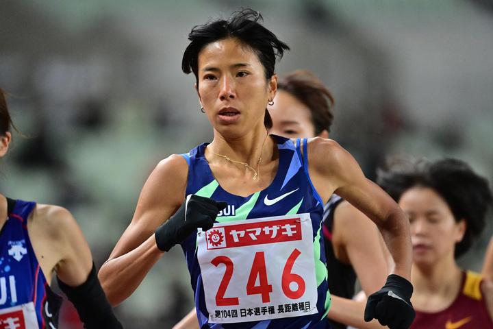 昨年12月4日に行なわれ日本選手権の10000mで優勝し東京五輪代表に内定した新谷仁美。(C)Getty Images