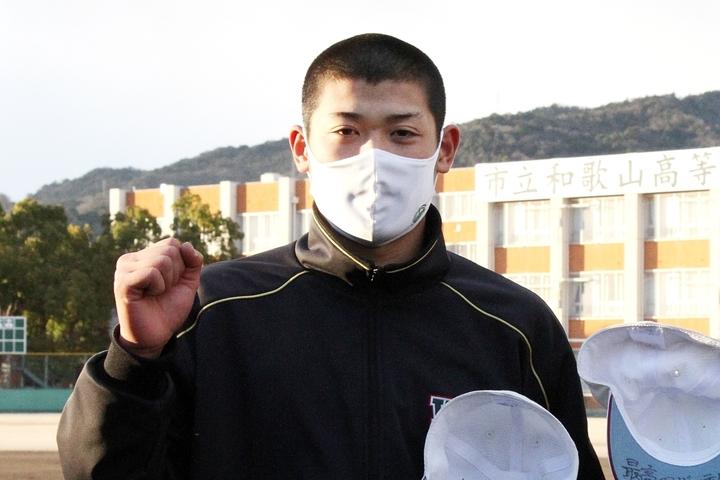 市立和歌山の小園健太は高校生とは思えないレベルの変化球と投球術を持つ一番の注目選手だ。写真:産経新聞社