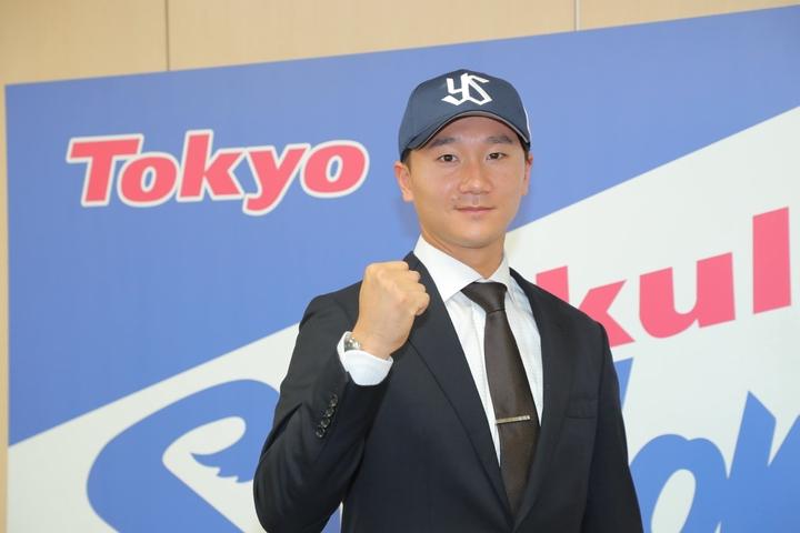 12球団トライアウトでヤクルトとの支配下契約を勝ちとった宮台。写真:産経新聞社