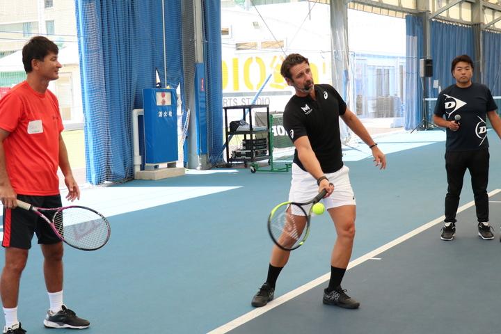 「思いどおりの回転量とスピードで狙ったところに打てることが、テニスで重要なこと」と、ムラトグルは言う。写真:スマッシュ編集部