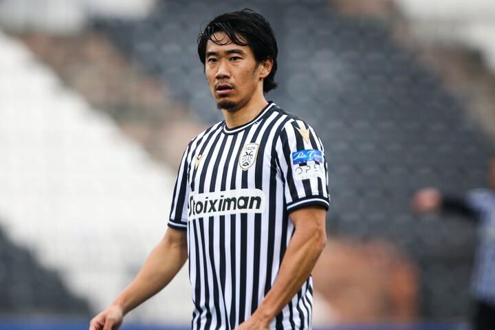PASヤニナ戦で4試合連続の途中出場を果たした香川。8分間プレーし、トップ下に入ってチームをコントロールし写真:ZUMA Pressアフロ