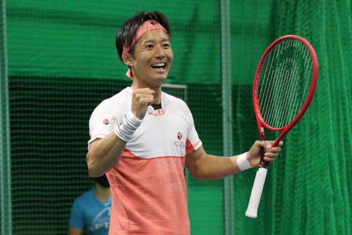新しいテニスの形を提案する、プロテニスリーグの発起人の1人でもある江原弘泰。写真:THE DIGEST