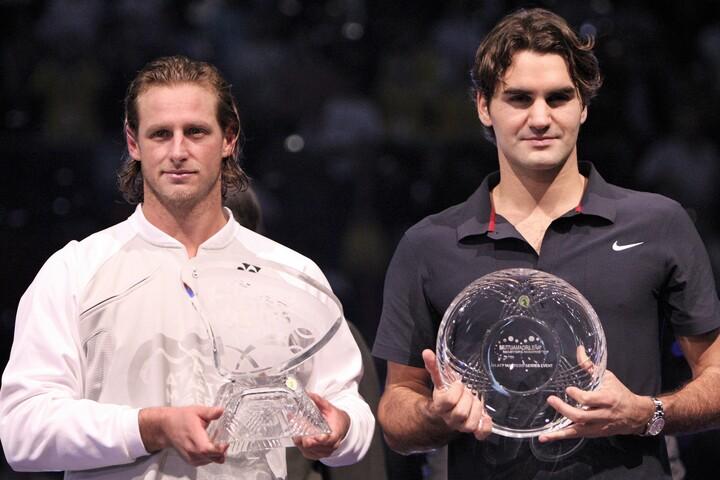 2007年マドリードオープンで、ナダル、ジョコビッチ、フェデラー(右)を連破して優勝したナルバンディアン(左)。(C)Getty Images