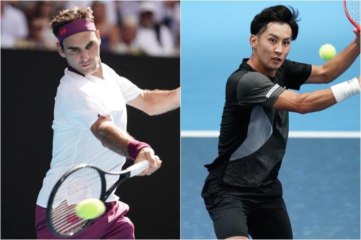 """フェデラー(左)に憧れてプロになった島袋(右)。早いテンポで攻め、ネットも奪う攻撃型テニスは、これ以上ない""""生きたお手本""""だ。写真:THE DIGEST写真部"""