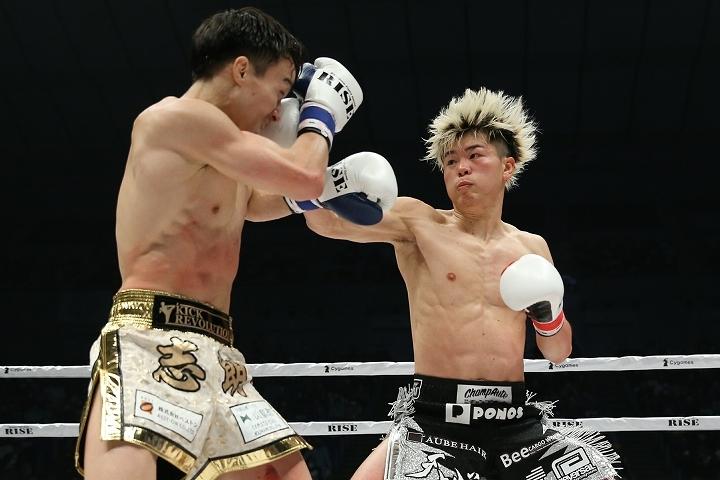 終始、主導権を握っていた那須川(右)。そのパフォーマンスを対峙した志朗(左)が振り返った。写真:滝川敏之