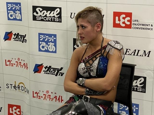 中野たむとの壮絶な戦いに敗れたジュリア。髪の毛も潔く剃りこんだ。写真:どら増田