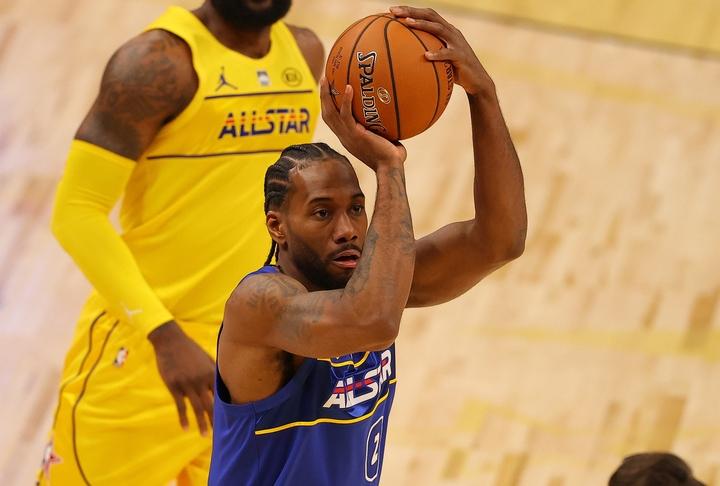 レナードは今年のオールスターについて「NBAスタッフ、組織の人間、選手にとっては悪いシチュエーションだった」と振り返った。(C)Getty Images