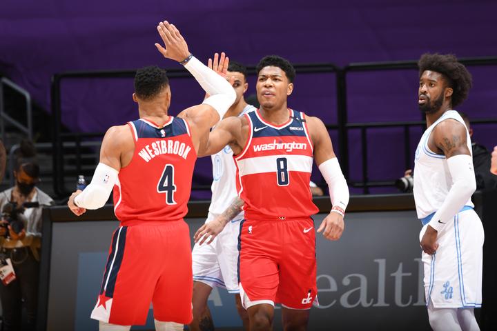 後半戦に入って調子を上げている八村。元MVPのウエストブルック(左)との連携向上が大きな後押しになっている。(C)Getty Images