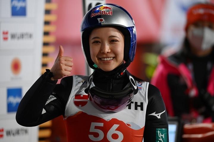 今シーズンも安定したジャンプで好調を維持する高梨。総合優勝も狙う彼女のパフォーマンスに海外メディアも驚嘆している。 (C) Getty Images