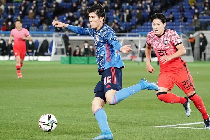 日本代表でも不動の存在となった冨安には、ミランだけでなく複数のクラブが関心を示している。(C)Getty Images