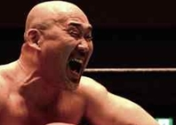 """幾多の勝負をくぐり抜け、デビュー30周年を迎えた長井は、""""魔界倶楽部""""の一員としてリングに立つ。"""