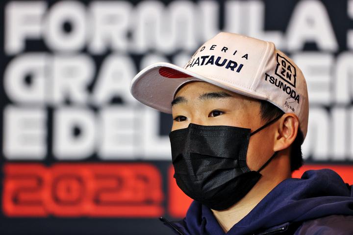 開幕戦のバーレーンGPで9位入賞した角田。第2戦のイモラGPでは上位進出なるか。(C)Getty Images
