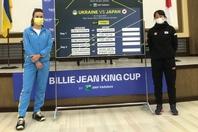 抽選会でのスビトリーナ(左)と内藤祐希(右)。エース対決にふさわしい激闘を繰り広げた。写真:日本テニス協会
