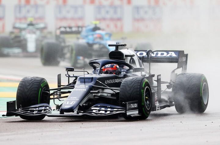 レース前半は濡れた路面に上手く対応していた角田だが、赤旗中断後に痛恨の単独スピン。大きく順位を落とした。(C)Getty Images