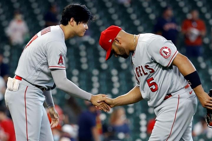 """チームを勝利へ導いた大谷(左)への感謝をプーホルス(右)は自ら""""体現""""した。(C) Getty Images"""