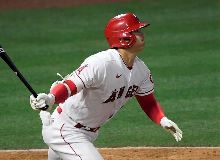 右手一本で右翼フェンスに直撃させる一発を放った大谷。打率は.278に浮上している。(C)Getty Images