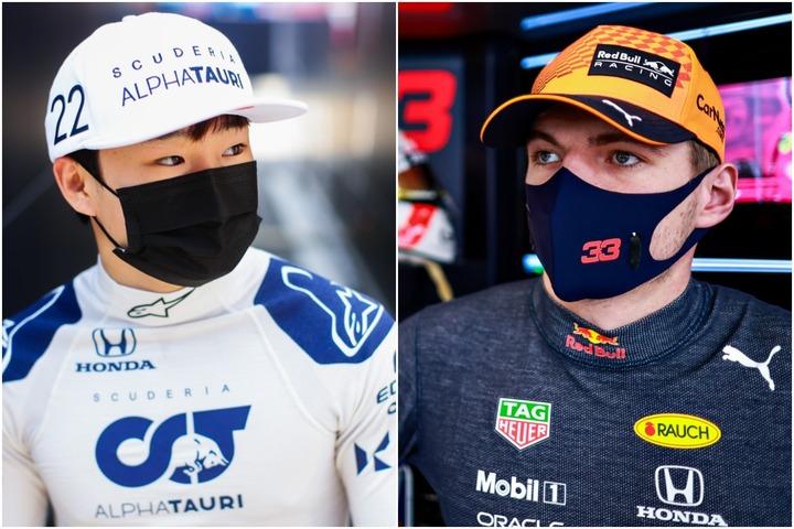 角田(左)は、憧れのフェルスタッペン(右)とオンライン会見に臨んだ。(C)Getty Images